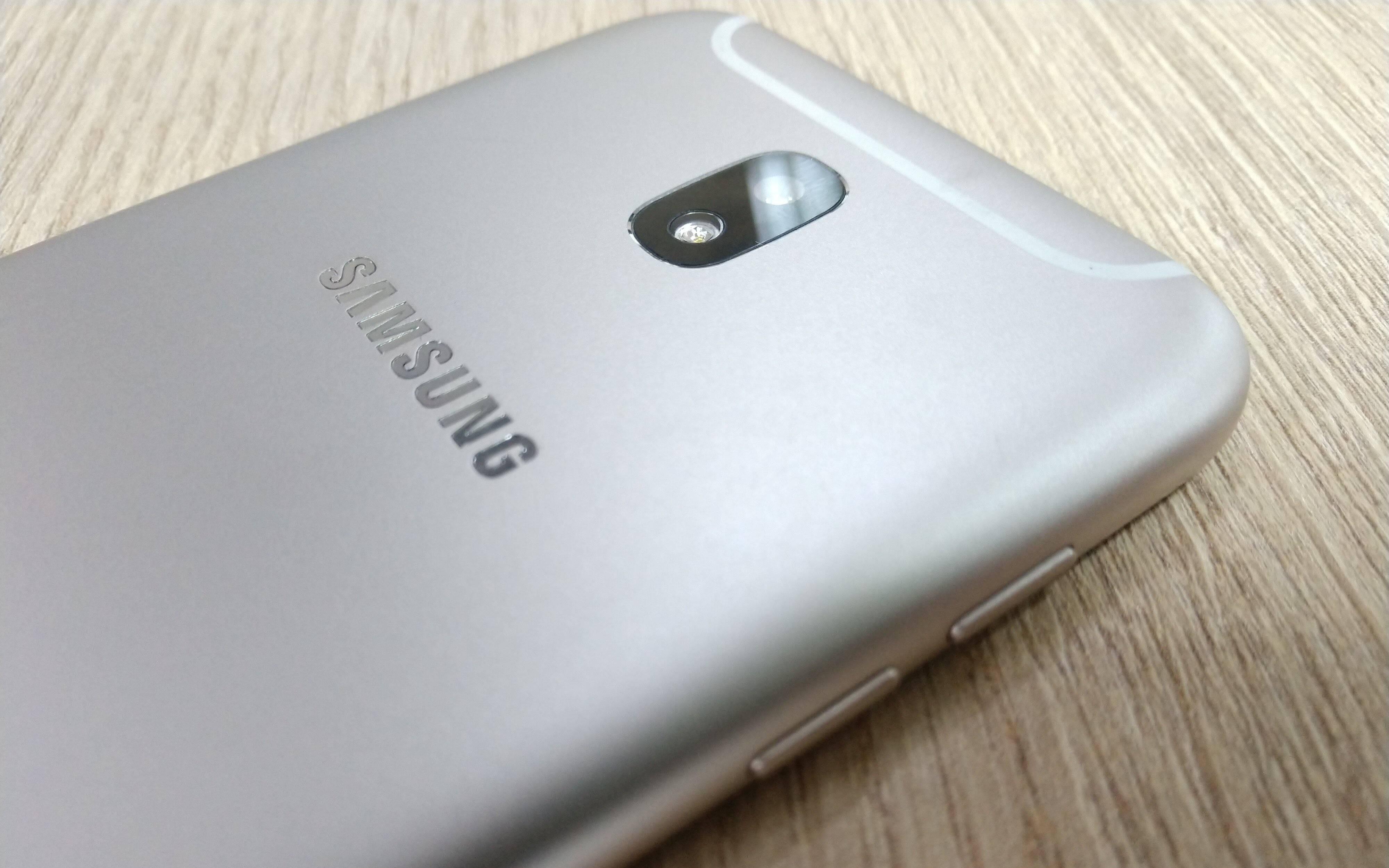 Galaxy J5 Pro conta com câmera traseira de 13 megapixels com flash LED. Foto: Victor Hugo Silva/Brasil Econômico