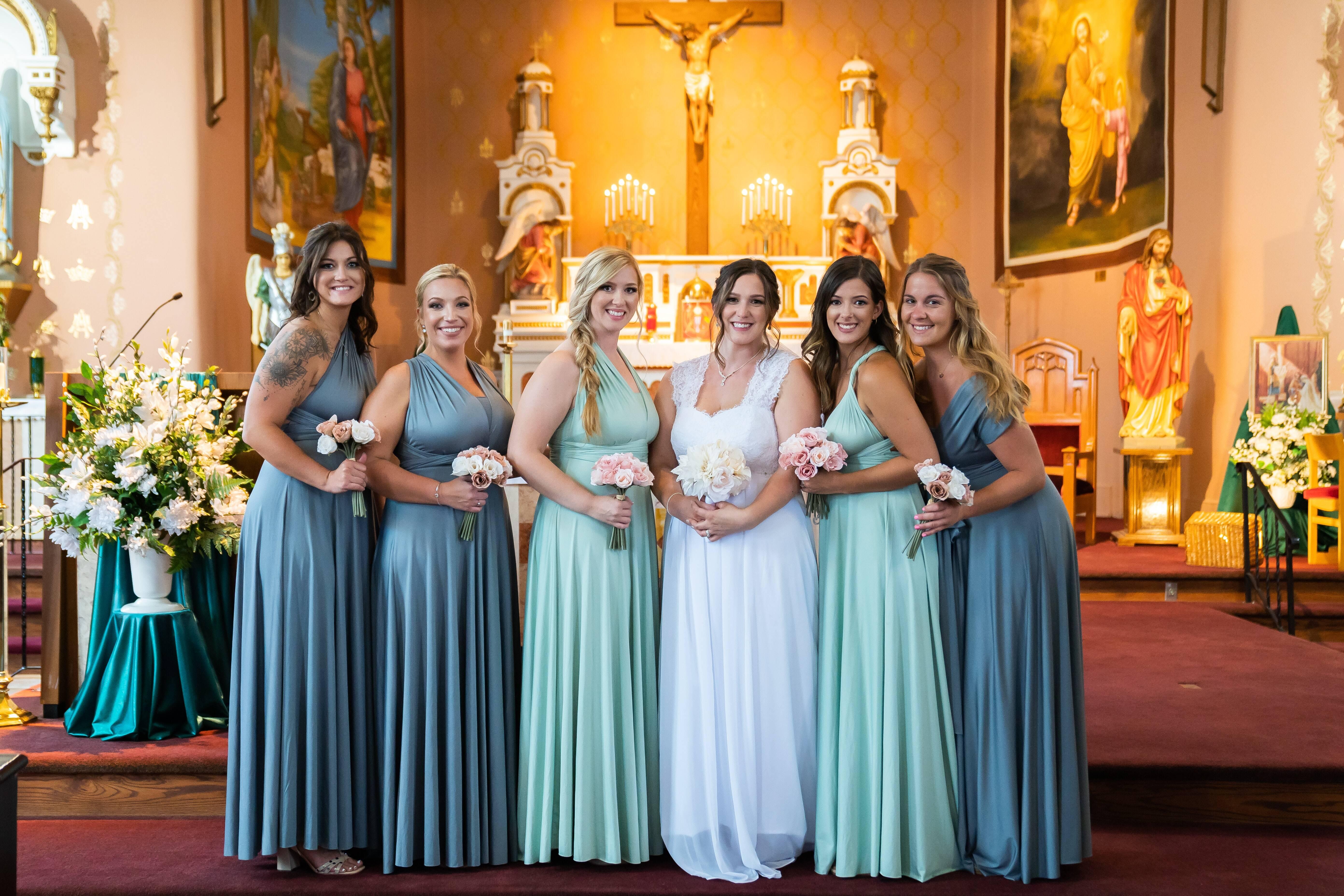 Casamento dentro de uma igreja. Foto: Reprodução/Unsplash