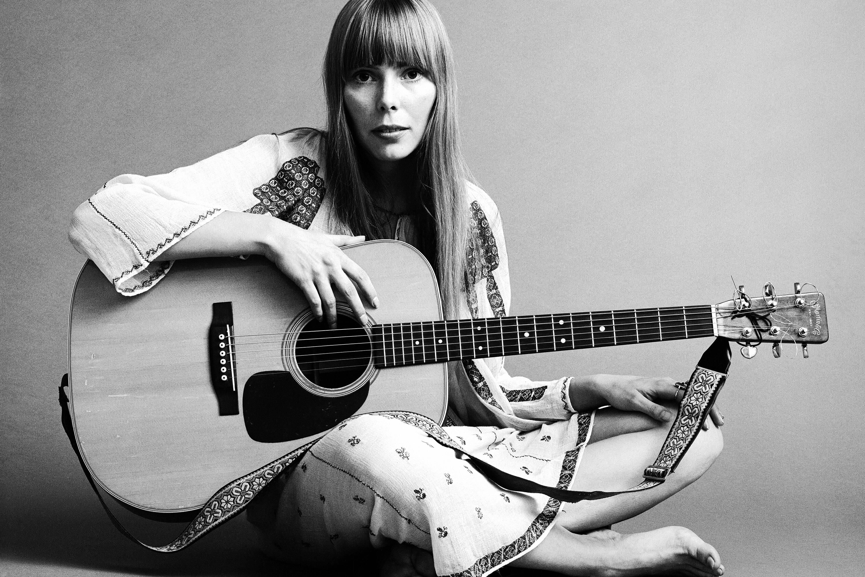 Joni Mitchell é considerada a 75ª melhor guitarrista de todos os tempos. Foto: Reprodução