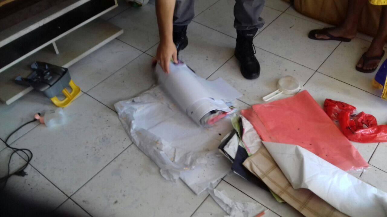 O material que não foi queimado foi recolhido pelos policiais durante a Operação Balão. Foto: Divulgação/Polícia Ambiental
