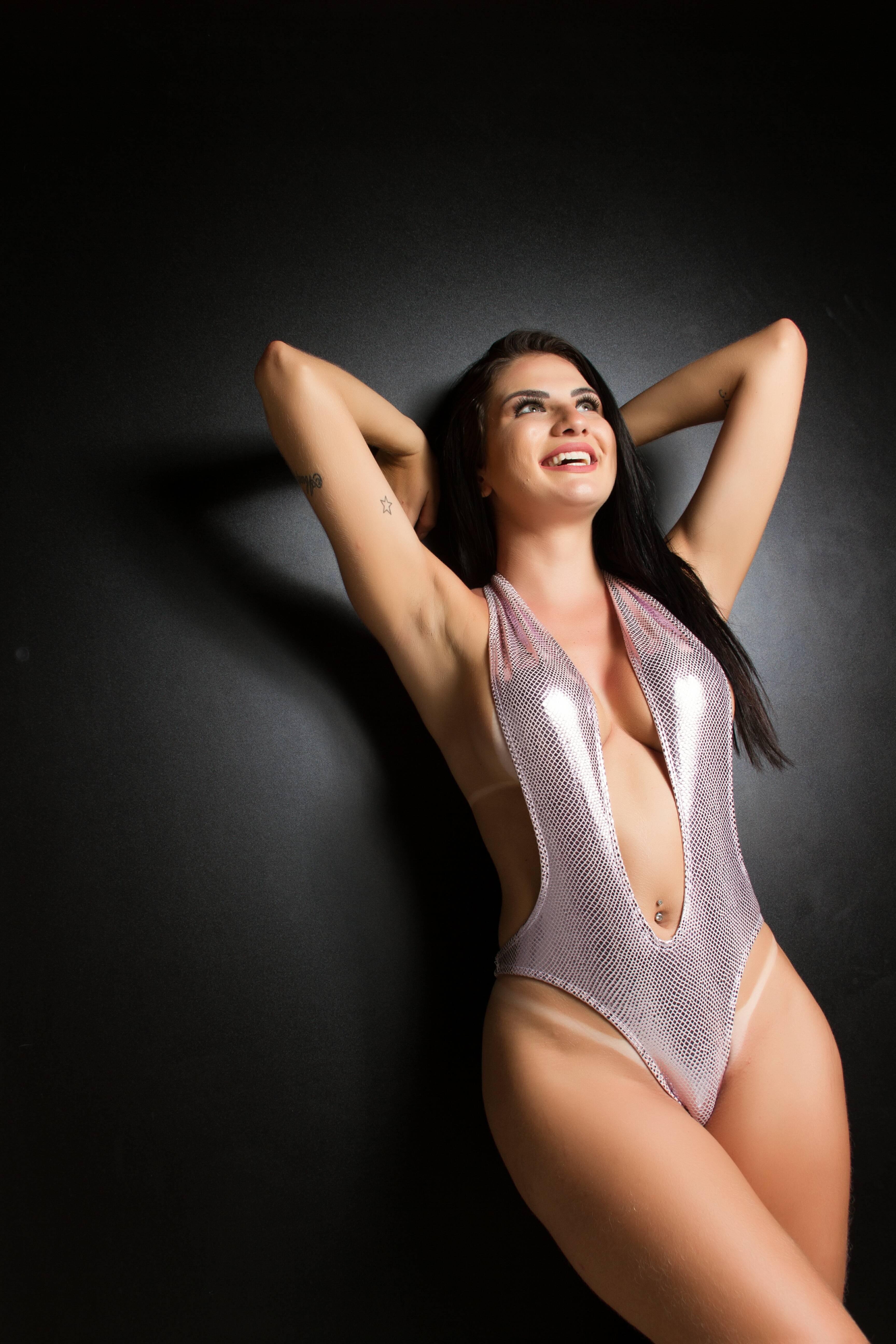 Jack Fernandez posa sensual e planeja ensaio nu. Foto: Studio Woody / M2 Mídia