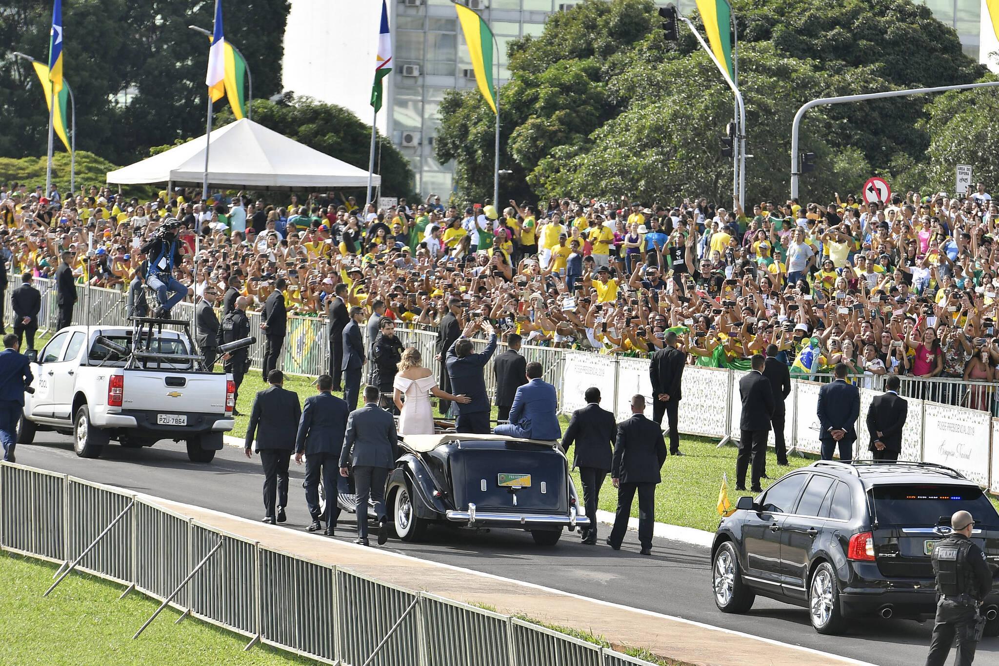 Cerimônia de posse de Bolsonaro teve início com desfile em carro aberto. Foto: Geraldo Magela/Agência Senado - 1.1.19