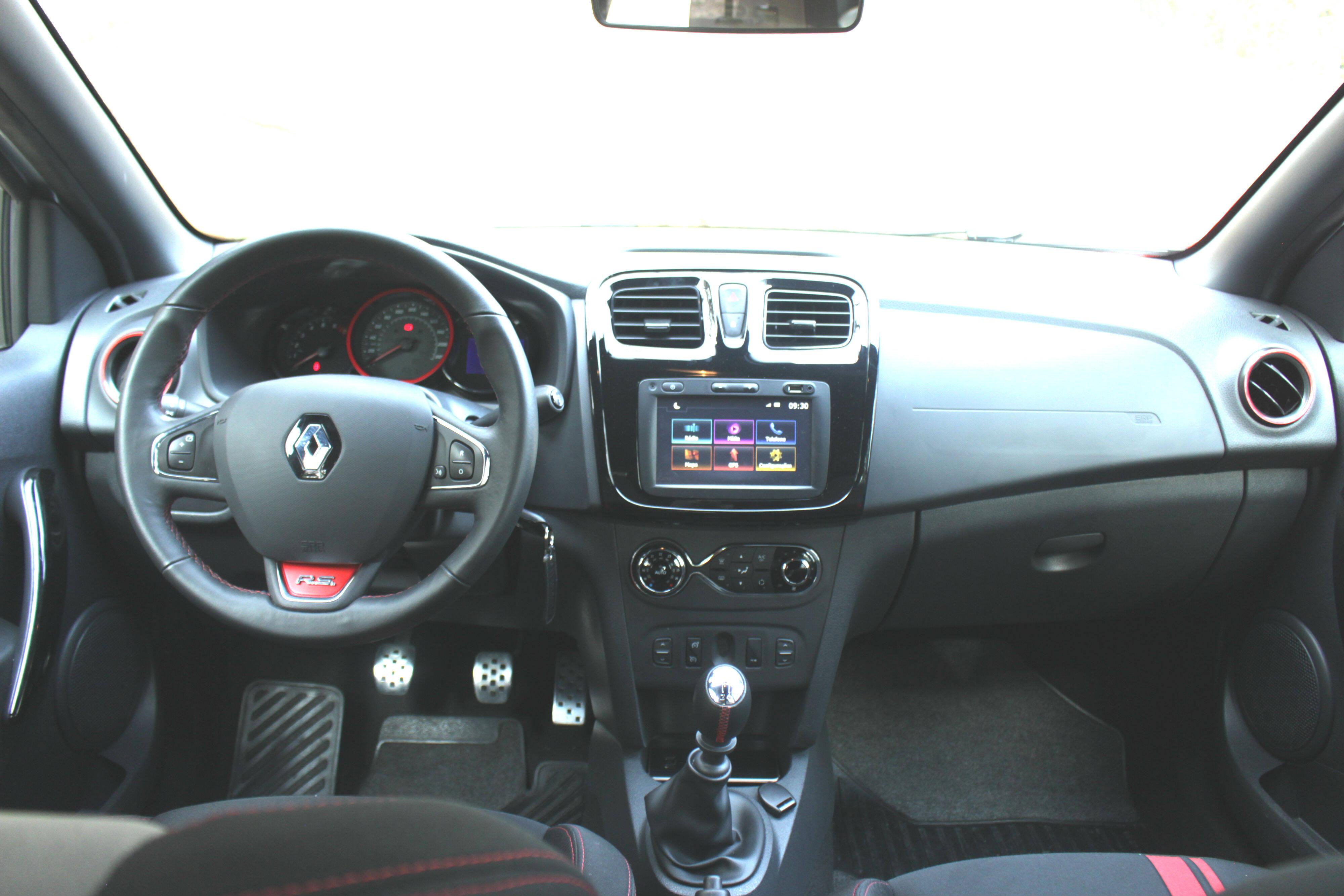 Fiat Argo HGT x Renault Sandero RS. Foto: Divulgação