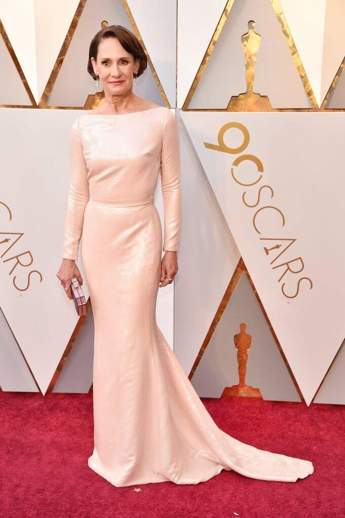 A atriz Laurie Metcalf também arrasou no tapete vermelho do Oscar 2018 no último domingo (04)     . Foto: Kevin Mazur/WireImage