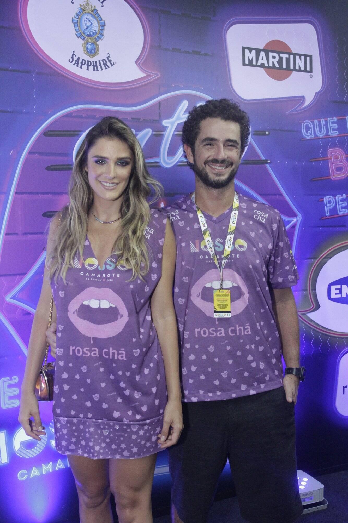 Rafa Brites e Felipe Andreoli também curtiram a noite de desfiles do Grupo Especial do Rio, no último domingo (11). Foto: RT Fotografia/Brazil News/CS Eventos Divulgacao