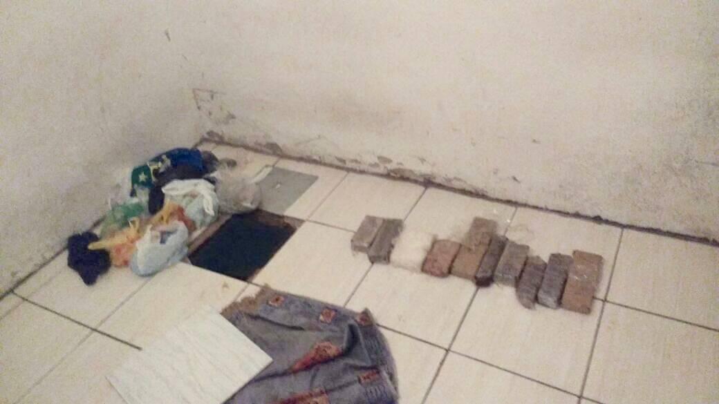 ROTA - 12 quilos de maconha, cocaína e crack apreendidos. Foto: ROTA / Divulgação