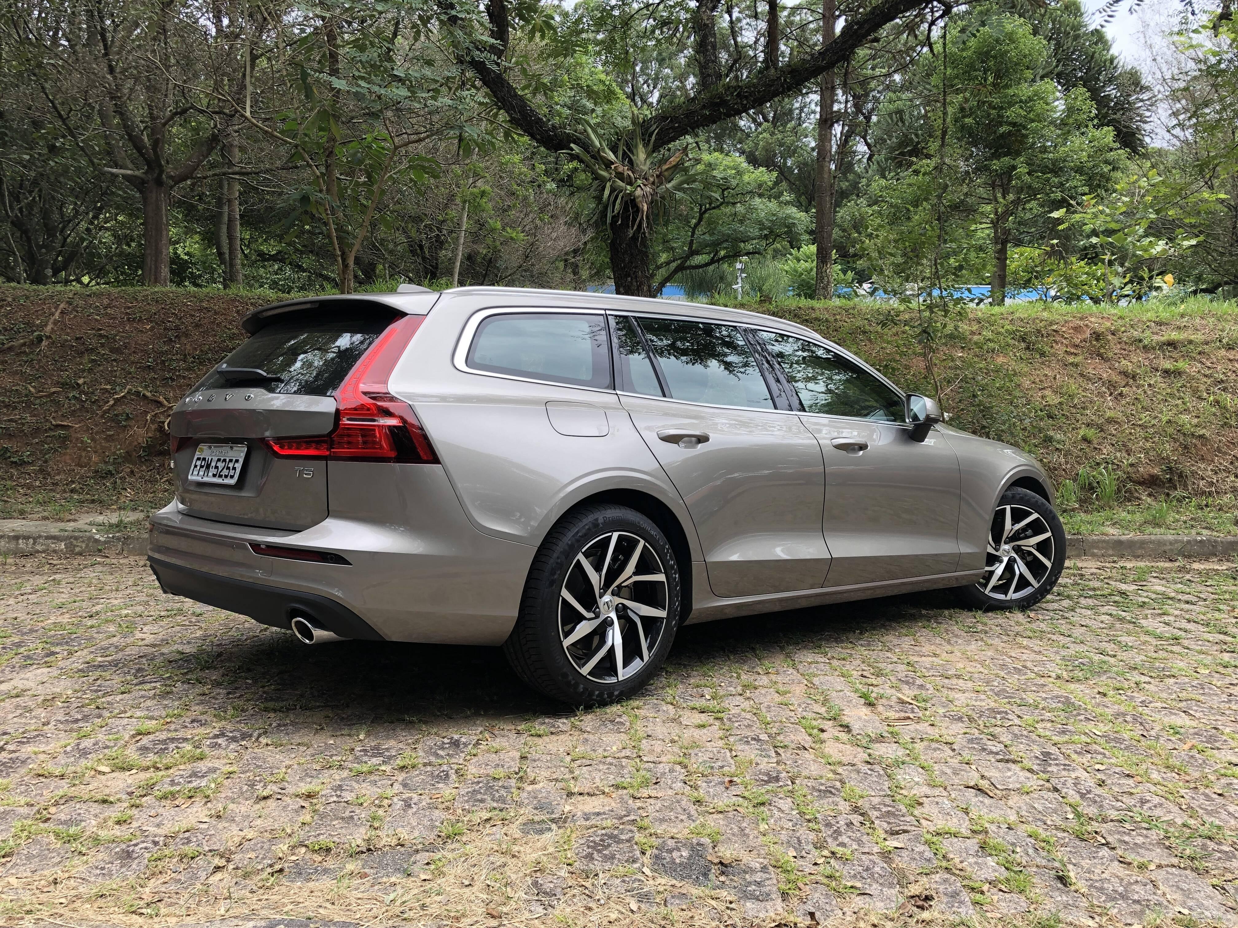Volvo V60 Momentum. Foto: Cauê Lira/iG Carros