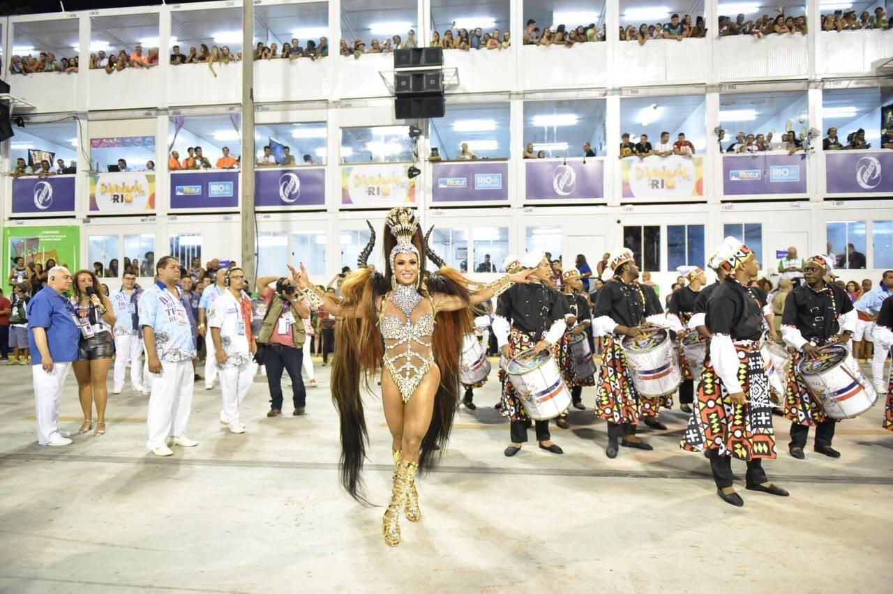 Gracyanne Barbosa como rainha de bateria da União da Ilha no carnaval 2018. Foto: Léo Cordeiro