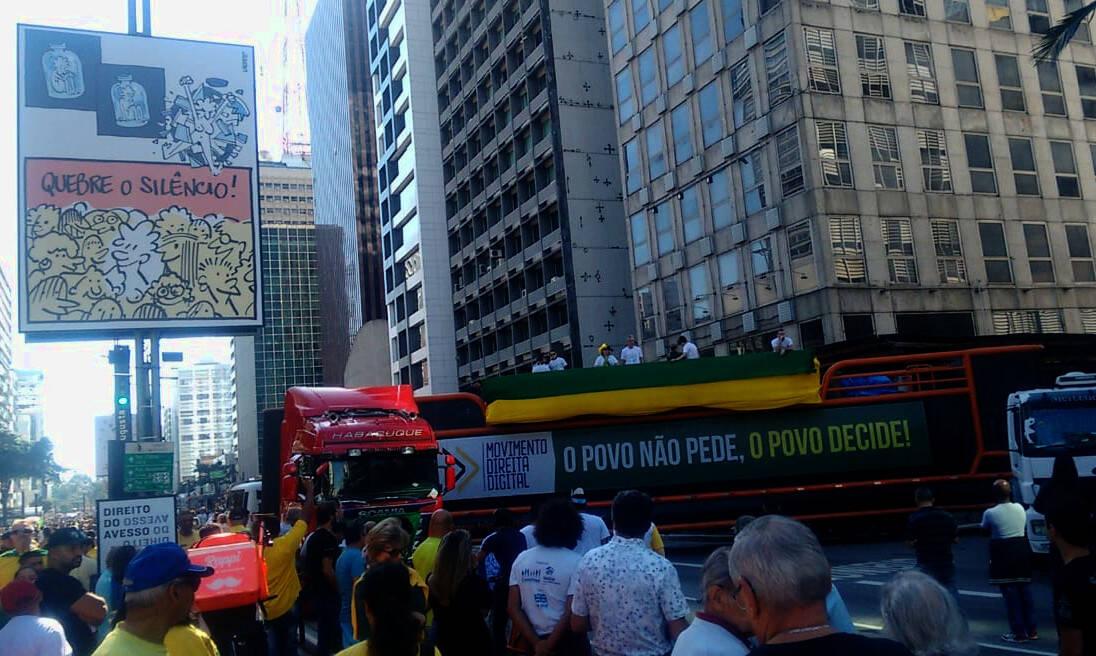 Pauta dos caminhoneiros, a tabela do frete mínimo é tema de discurso no último carro de som da Av.Paulista. Foto: João Cesar Diaz