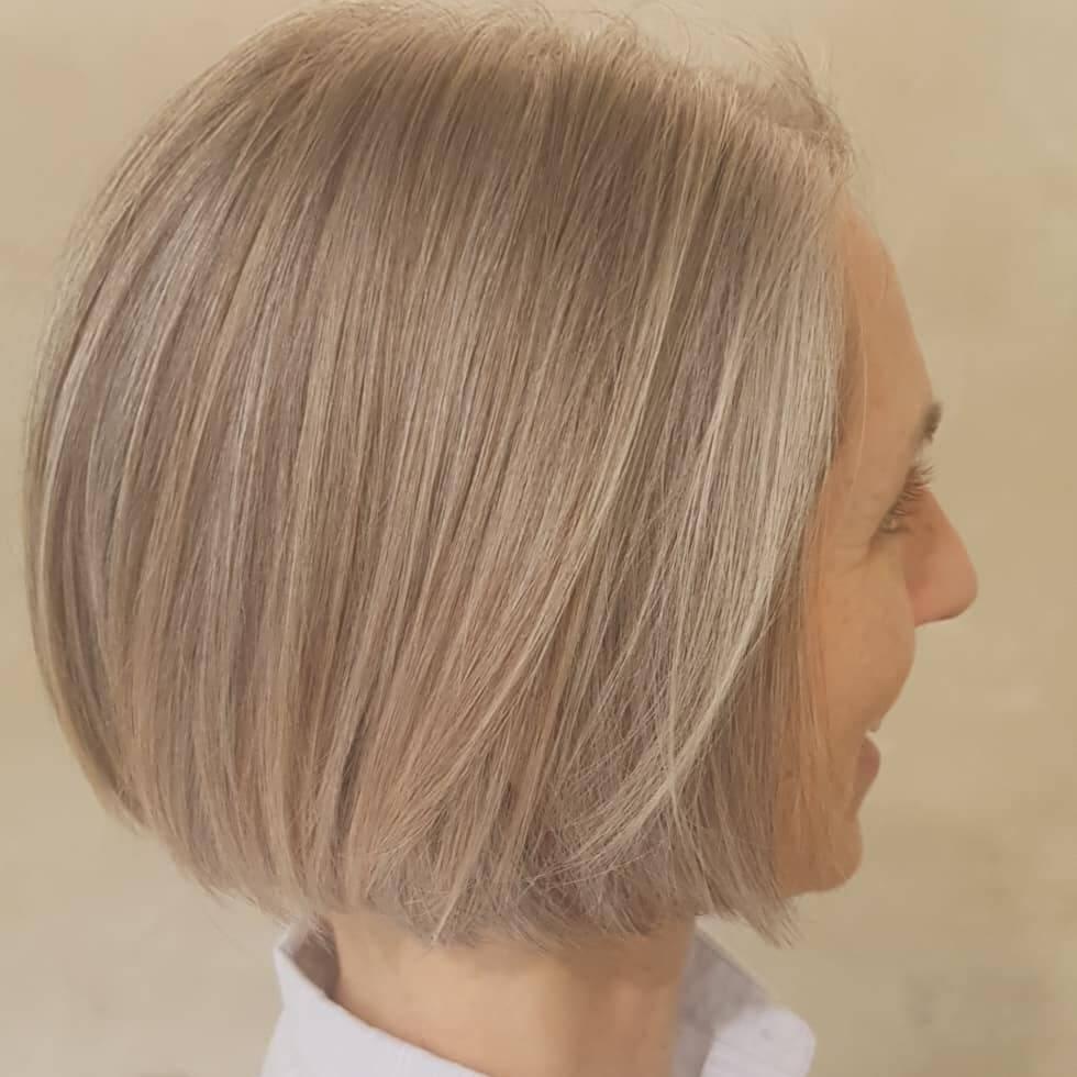 Clarear os cabelos é uma alternativa para quem quer largar a tintura de forma gradual. Foto: Reprodução/Instagram/melaniesladehair