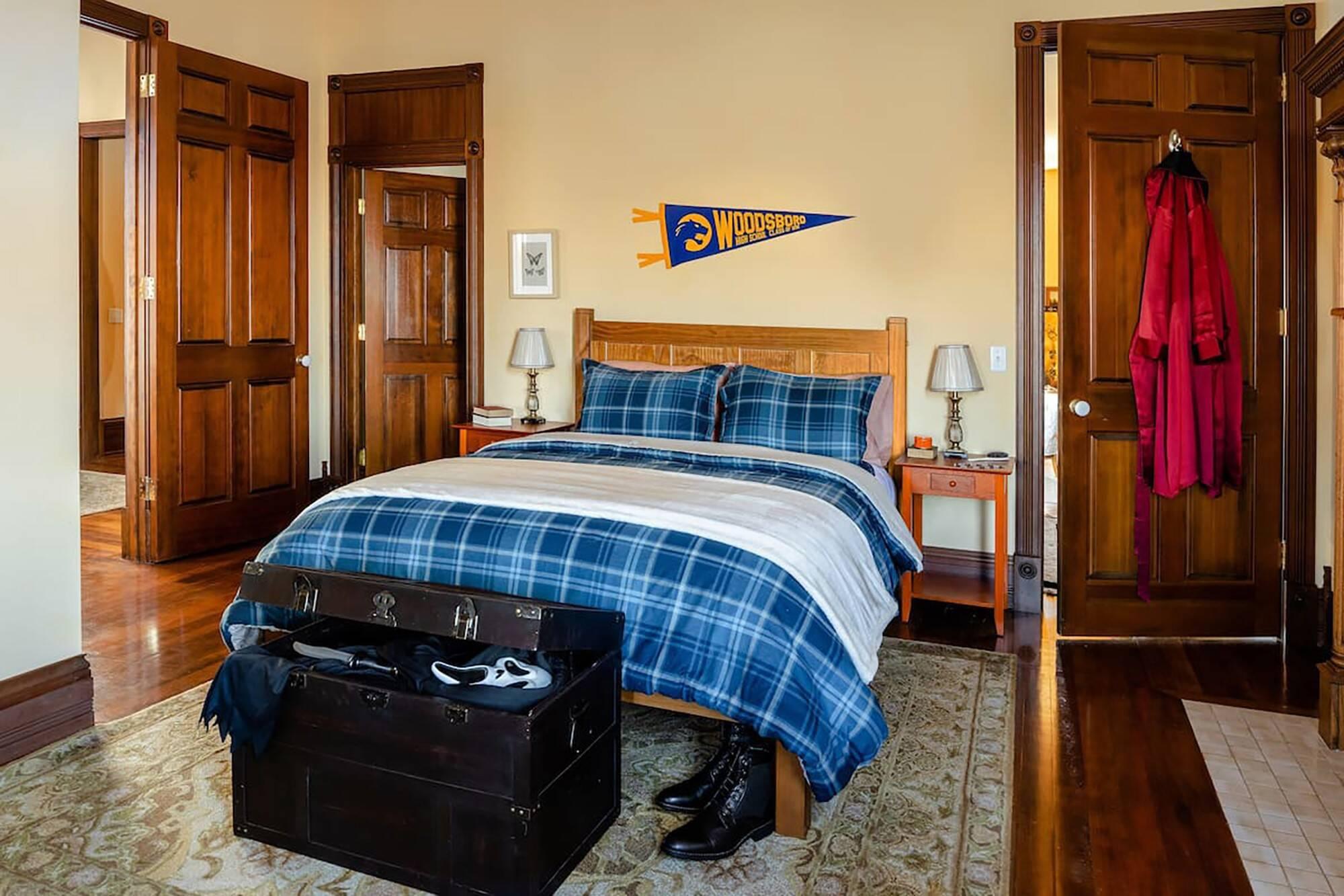 Um dos quartos que fazem parte da acomodação. Foto: Reprodução/Airbnb