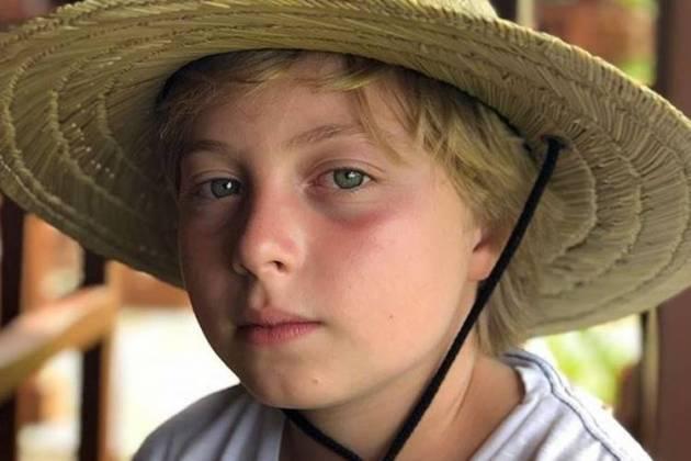 No domingo (23) Luciano Huck afirmou que o filho, Benício, sofreu um acidente com um wakeboard. O menino de 11 anos foi internado e passou alguns dias no hospital, tendo que passar por uma cirurgia na cabeça. Foto: Reprodução Instagram