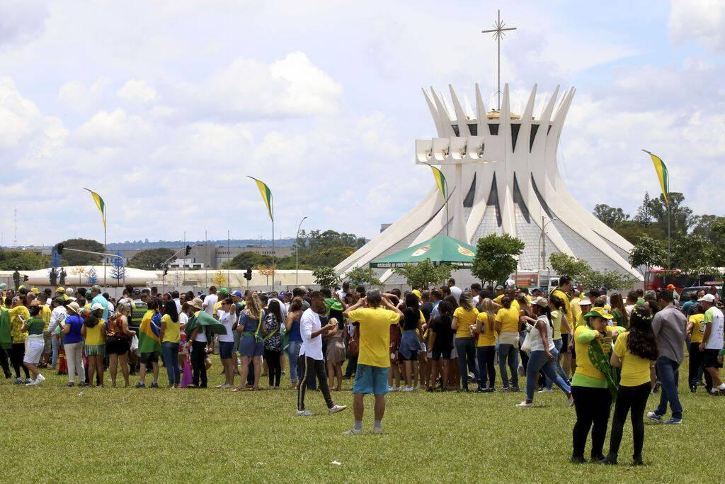 Público chega animado para acompanhar a posse de Jair Bolsonaro. Foto: Agência Brasil/Wilson Dias