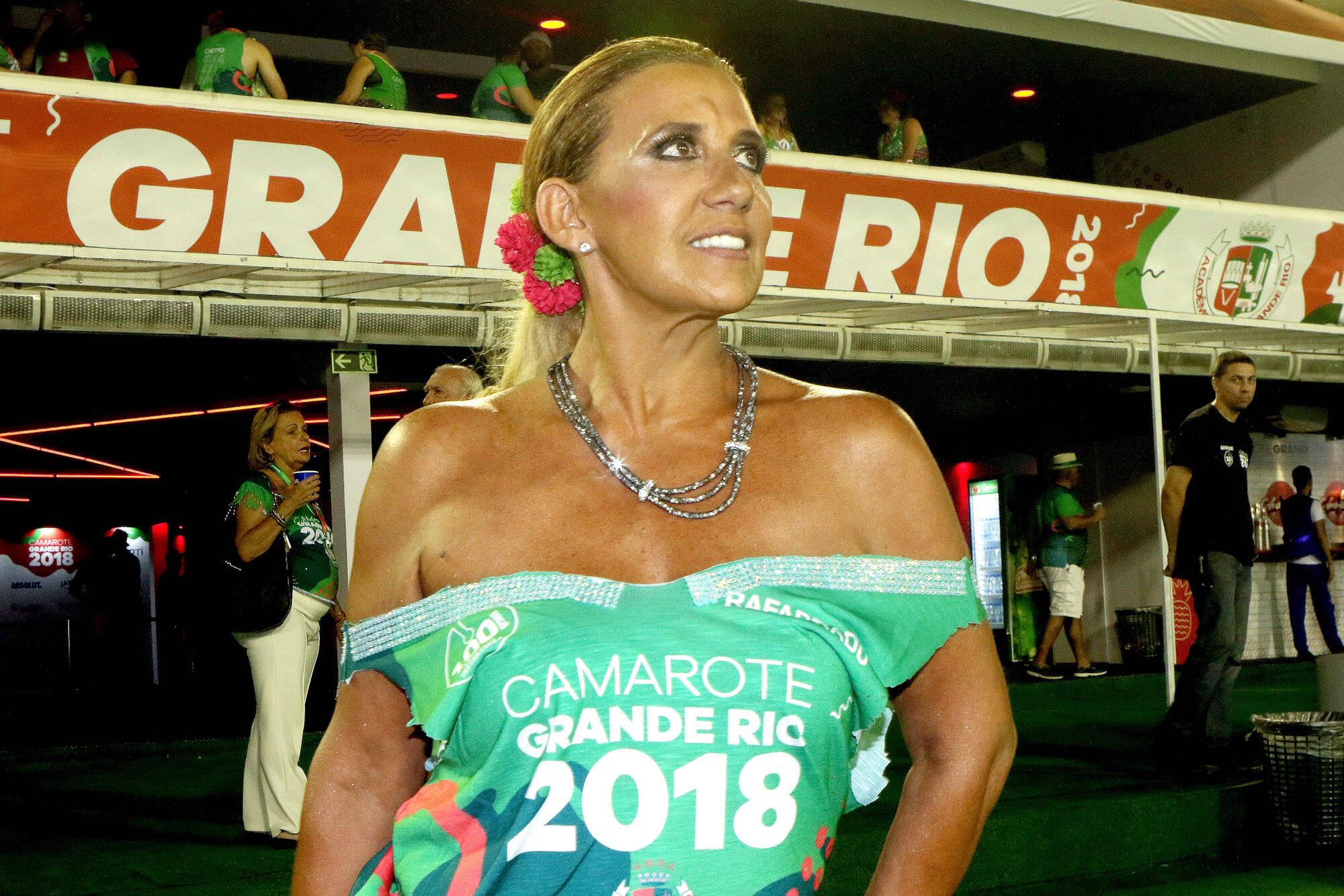 Rita Cadillac na folia do Camarote Grande Rio que se transformou no Cassino do Chacrinha na noite do último domingo (11). Foto: ENY MIRANDA/DIVULGAÇÃO