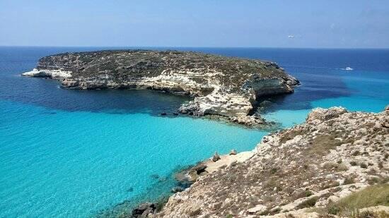 É possível cegar a pé ou a nado até a Isola dei Conigli. Foto: TripAdvisor