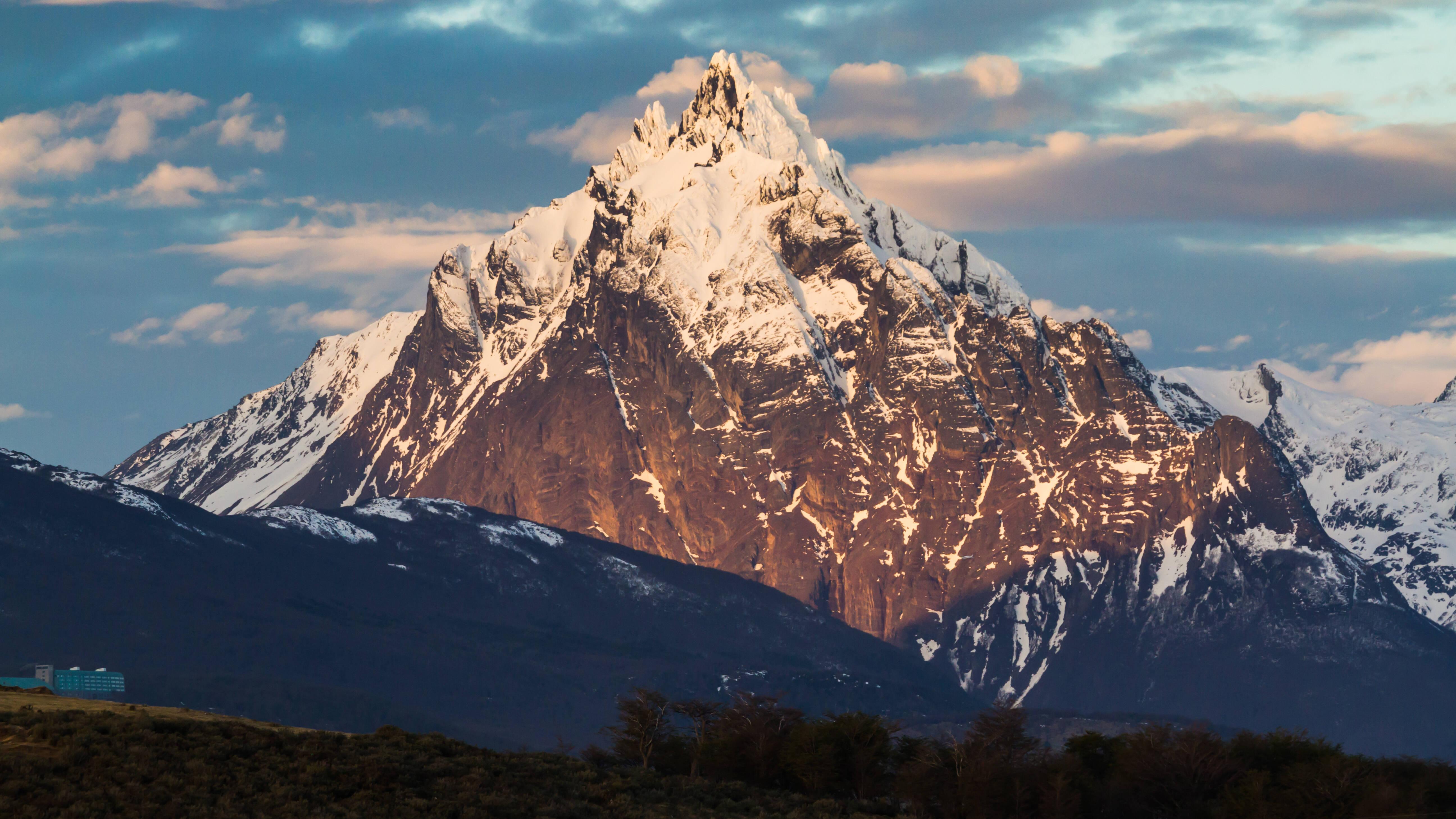 Com mais de 1,3 mil metros de altura, o Monte Olivia é a montanha mais alta da região de Ushuaia. Foto: shutterstock