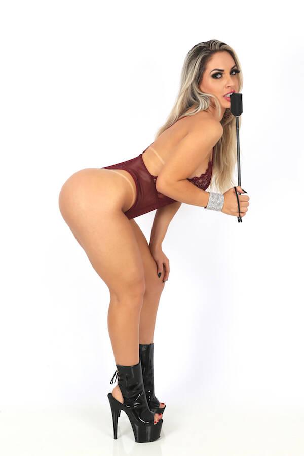 Iara Ferreira em ensaio sensual para a revista Sexy . Foto: Naga / M2 Mídia