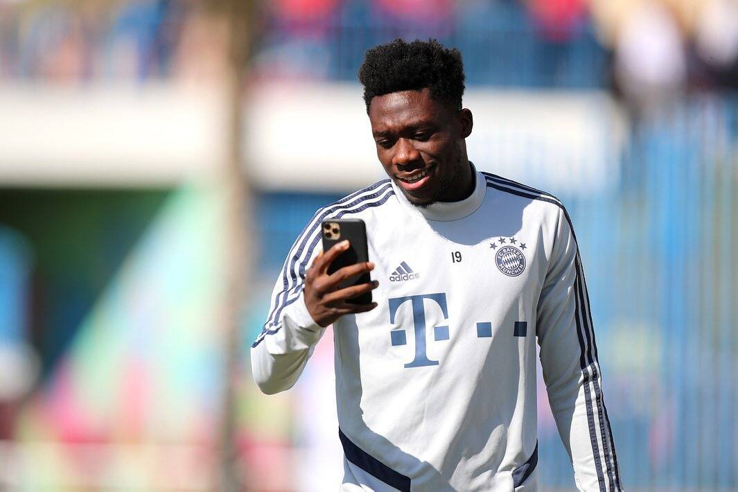 4 - Davies (Bayern). Foto: Instagram