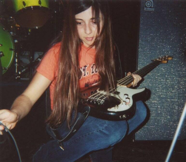 Paz Lenchantin foi baixista do Pixies, banda de punk rock consagrada dos anos 1990. Foto: Reprodução