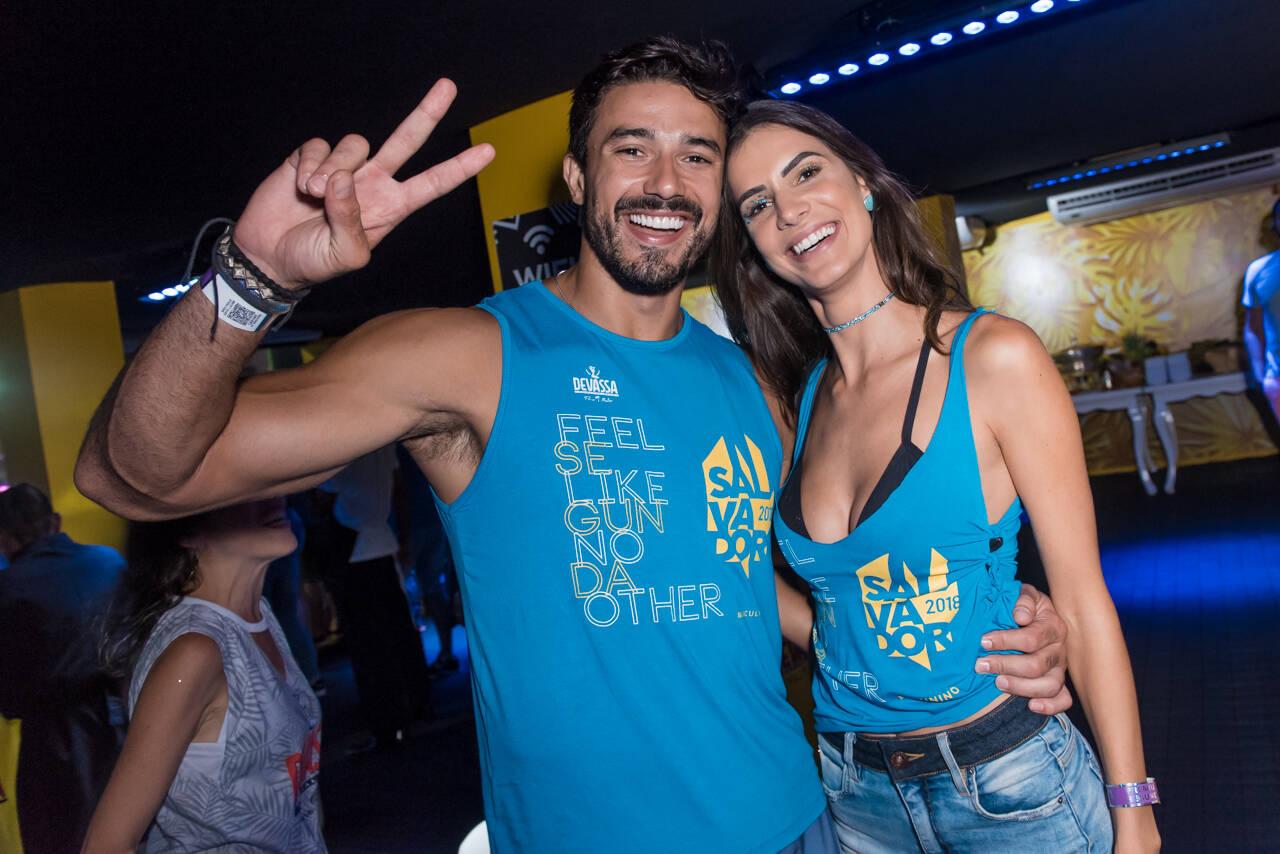 Lucas Gil e Taty Betin no Camarote Salvador, na última segunda-feira (12). Foto: Caio Duran e Marcelo Brammer