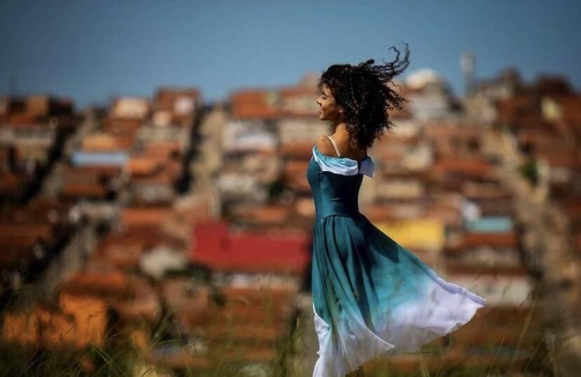 Vih começou a dançar aos 5 anos; ela nasceu sem os braços, o que nunca foi um impeditivo para dançar. Foto: Divulgação