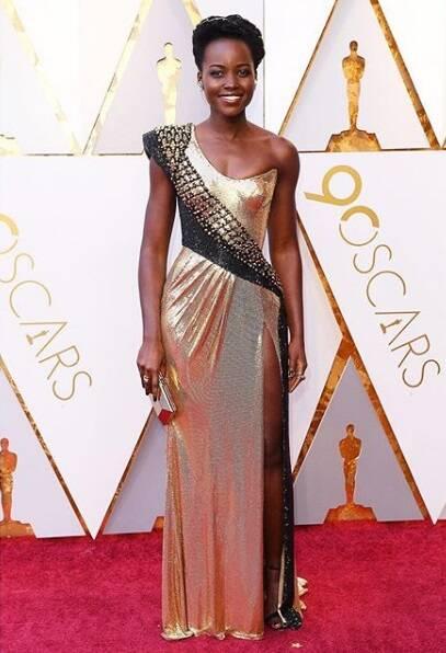 Cheia de glamour e beleza, a atriz Lupita Nyong'o marcou presença na cerimônia do Oscar no último domingo (04). Foto: Reprodução Instagram