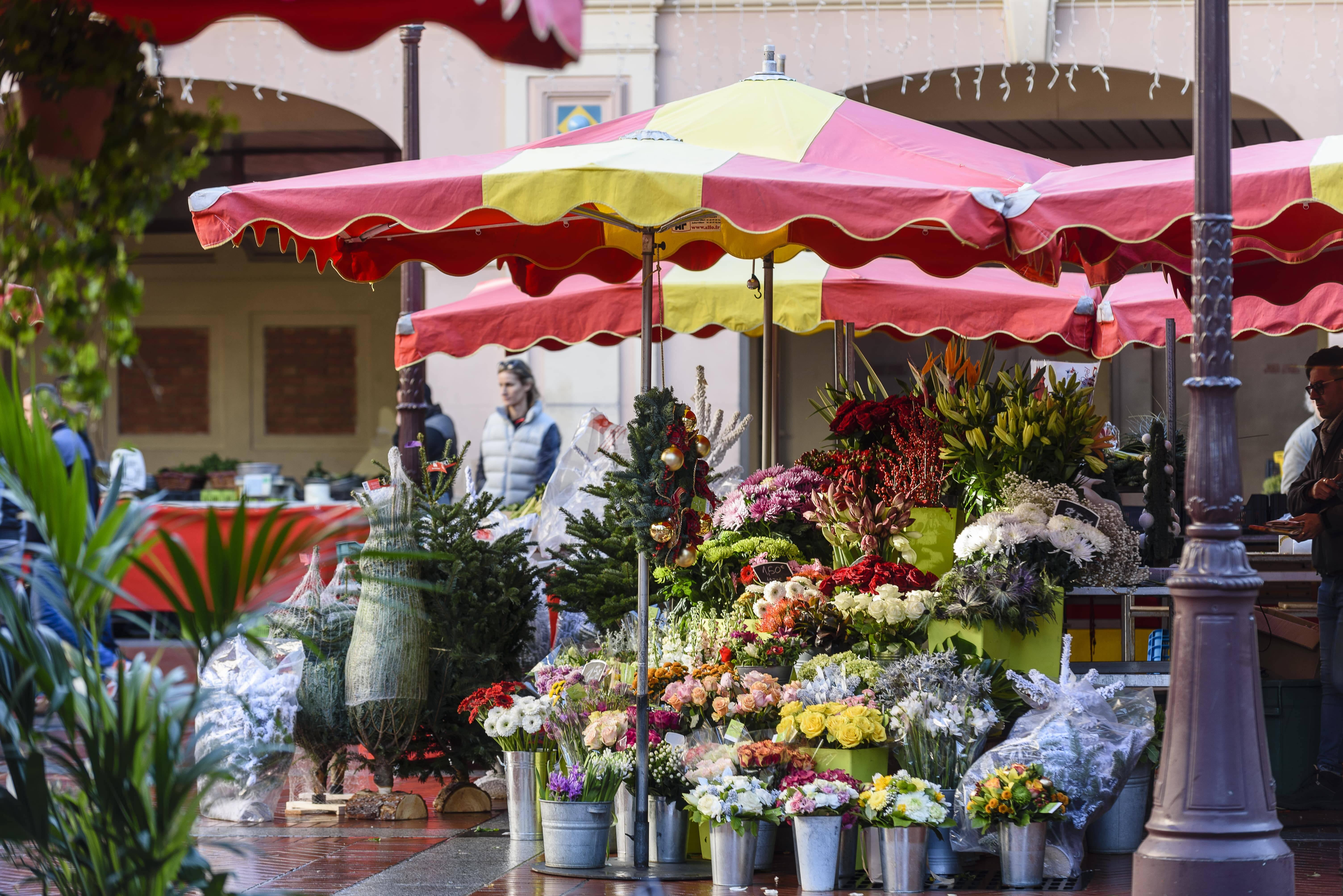 O Le Marché de la Condamine oferece diversas opções de frutas e pratos típicos. Foto: Société des Bains de Mer-min
