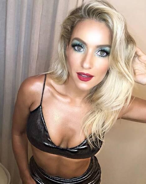 Trabalhada na sensualidade, Monique Alfradique chegou chegando no Camarote Grande Rio, no último domingo e fez questão de compartilhar o clique em seu perfil do Instagram. Foto: ENY MIRANDA/DIVULGAÇÃO