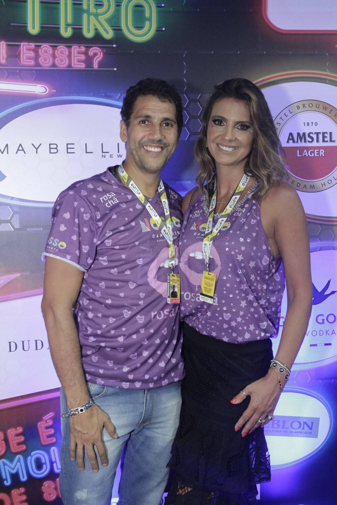 Maurício Lima e a esposa Roberta Lima na noite de desfiles do Grupo Especial do Rio, no último domingo (11). Foto: RT Fotografia/Brazil News/CS Eventos Divulgacao