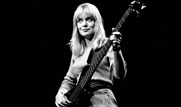 Tina Weymouth ajudou a consagrar o Talking Heads como uma banda revolucionária e ainda criou o Tom Tom Club. Foto: Reprodução