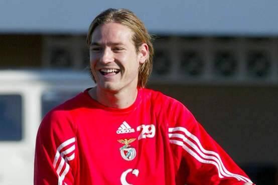 O jogador h[ungaro Miklos Feher, que morreu em 2004, jogando pelo Benfica. Foto: AP