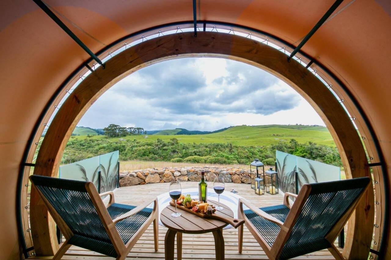 Acomodação possui deck externo com banheira de hidromassagem. Foto: Divulgação
