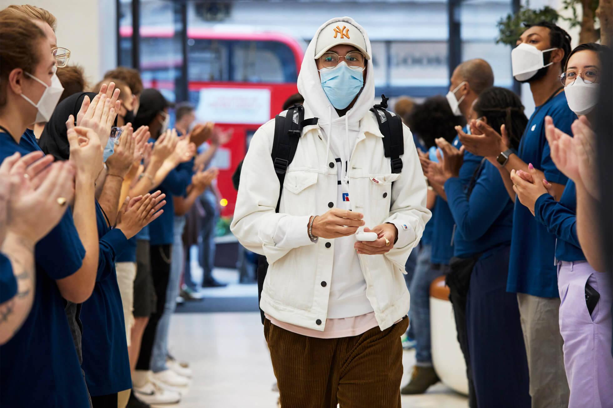 Início das vendas do iPhone 13 em Londres. Foto: Divulgação/Apple