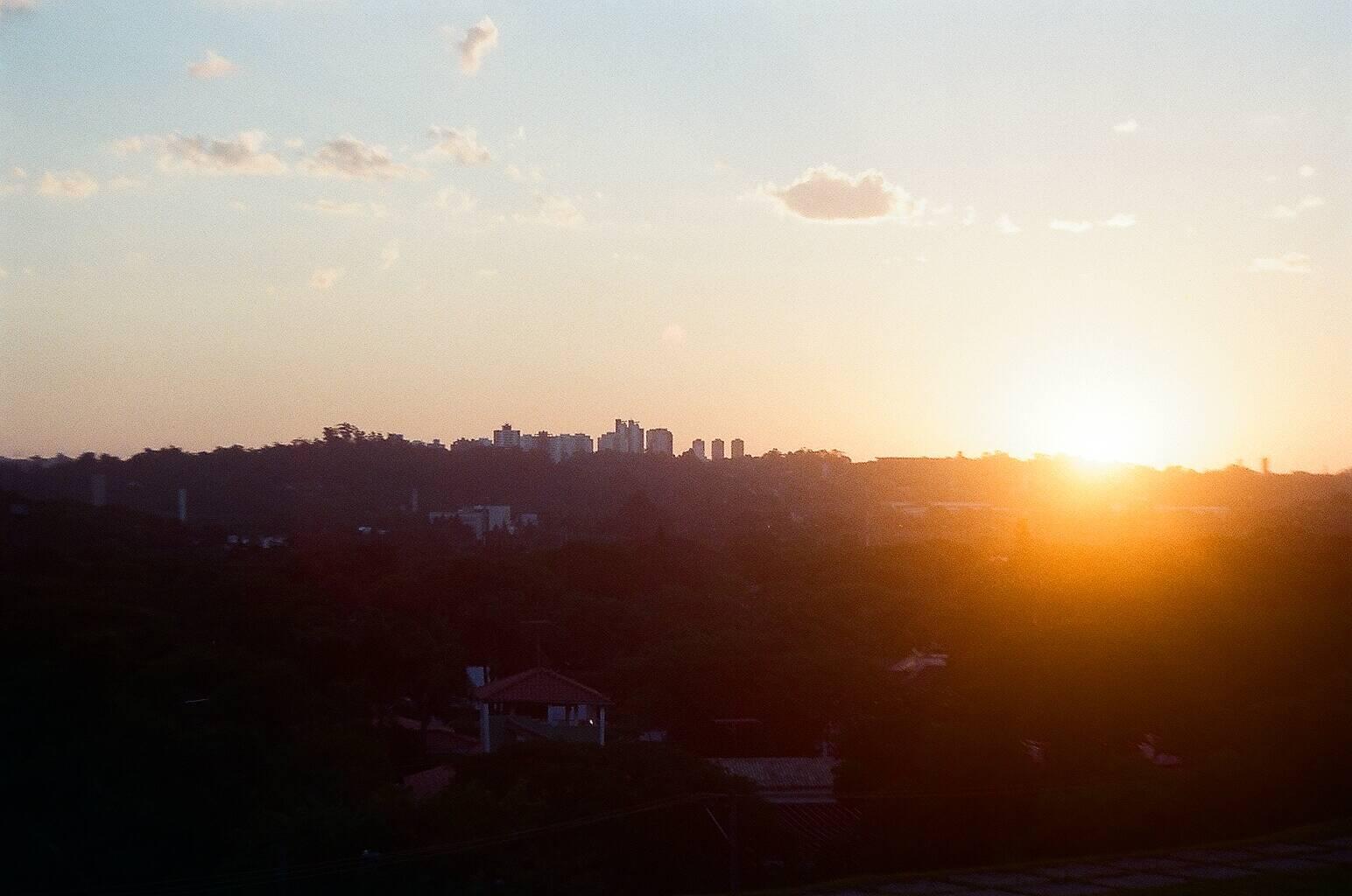 A Praça do Pôr do Sol, em Pinheiros, rende uma das mais belas vistas da cidade, principalmente no fim da tarde. Foto: Reprodução/Flickr/Camila Othon