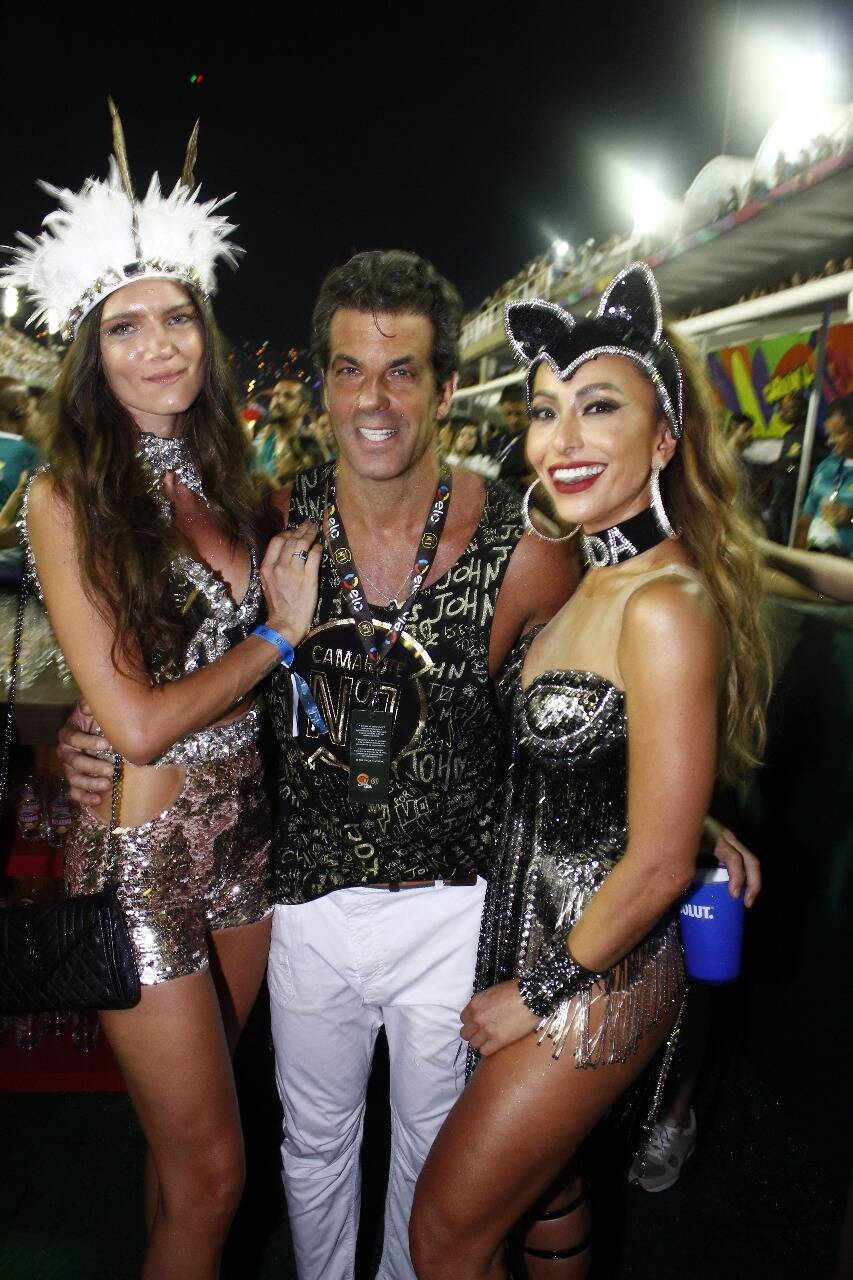 Lou Montenegro, Álvaro Garneiro e Sabrina Sato no Camarote N1 na segunda-feira (12) Rio de Janeiro. Foto: Felix Milesi-AgFPontes/Divulgação