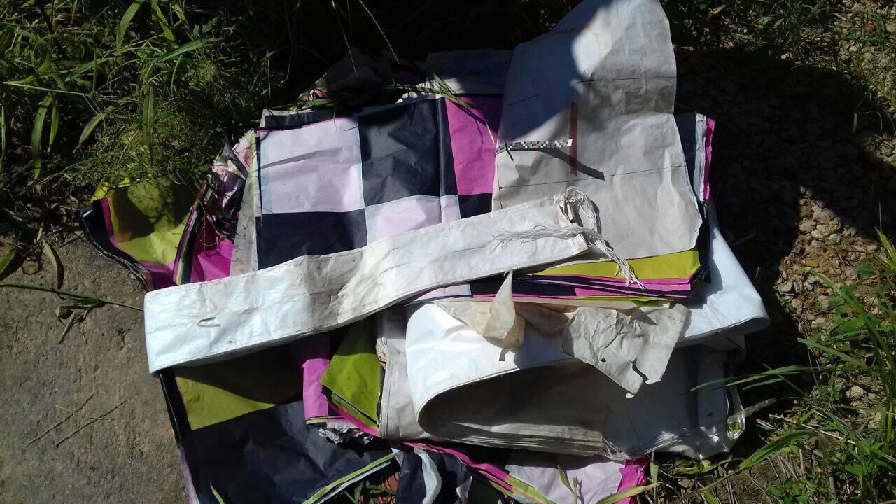 Foi apreendida grande quantidade de papel de seda para confecção de balões. Foto: Divulgação/Polícia Ambiental