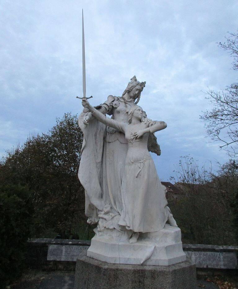 Estátua em Domrémy-la-Pucelle, onde cresceu Joana D'Arc. Foto: Reprodução
