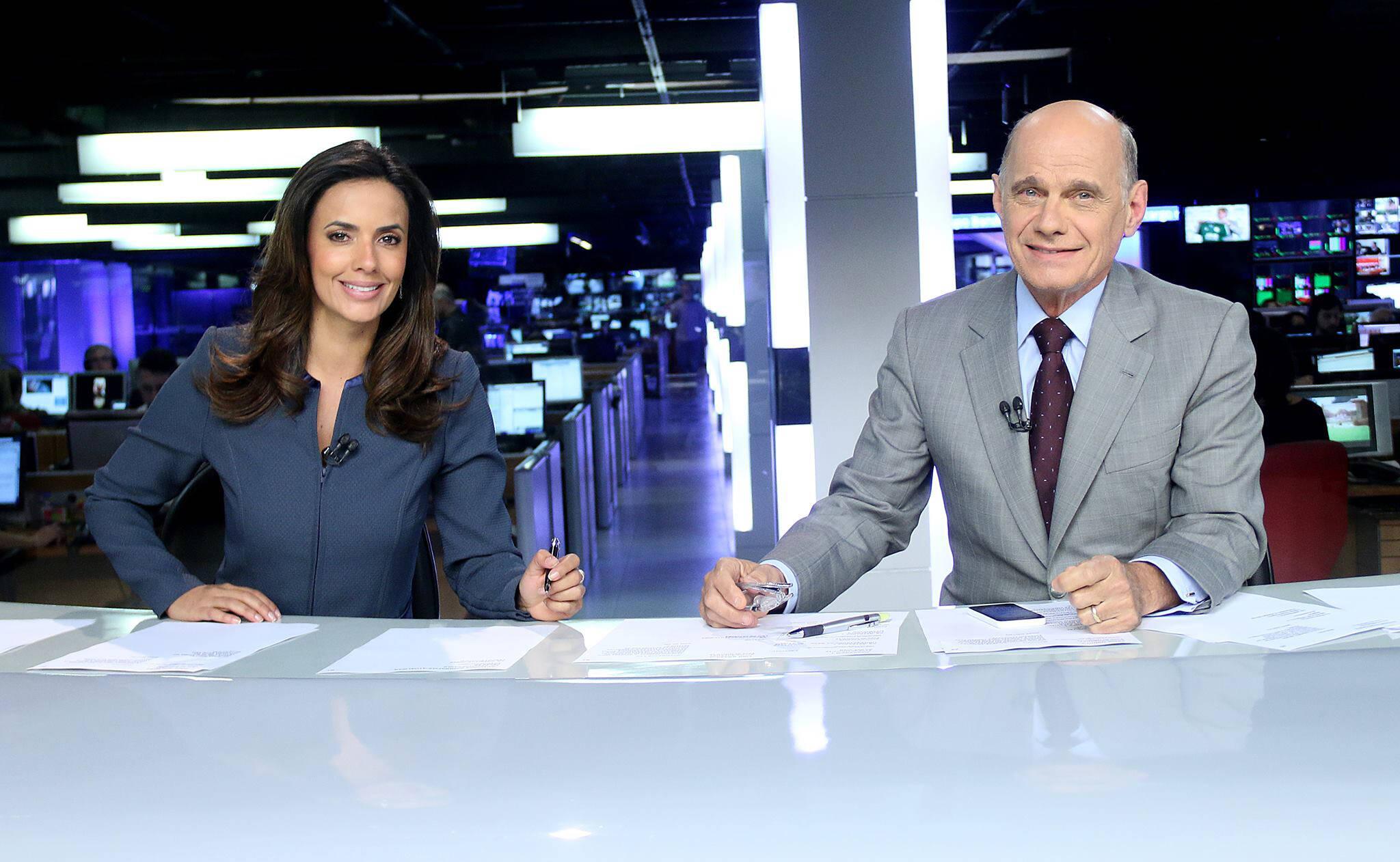 """Ricardo Boechat e Paloma Tocci na bancada do """"Jornal da Band"""". Foto: Reprodução / TV Band / Instagram"""