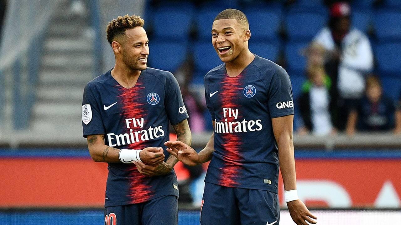Neymar e Mbappé juntos no PSG. A temporada começa muito boa para ambos. Foto: Twitter/Reprodução