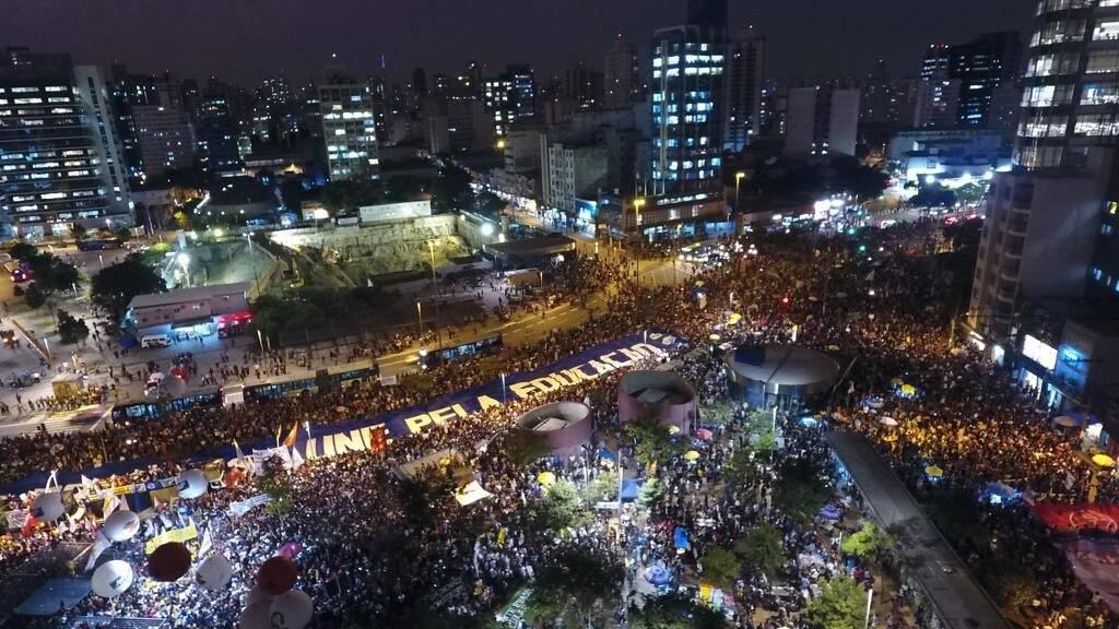 Concentração de manifestantes no Largo da Batata, em São Paulo. Foto: Divulgação/UNE - @cucadauneoficial