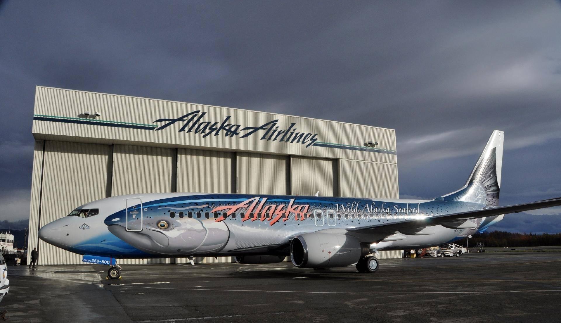 Boeing 737 da Alaska Airlines tem um salmão em sua lateral. Foto: Divulgação