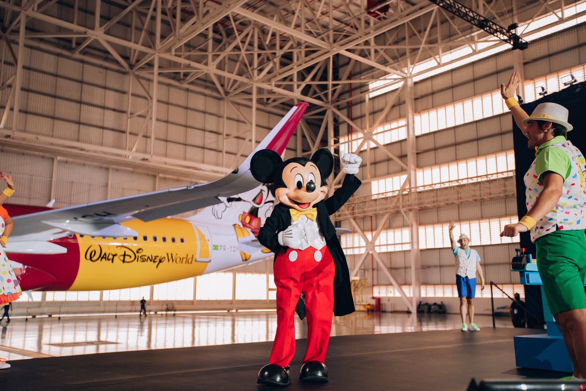 Fotos do avião do Mickey Mouse, que vai sobrevoar o Brasil. Foto: Divulgação/Azul Linhas Aéreas e Walt Disney World