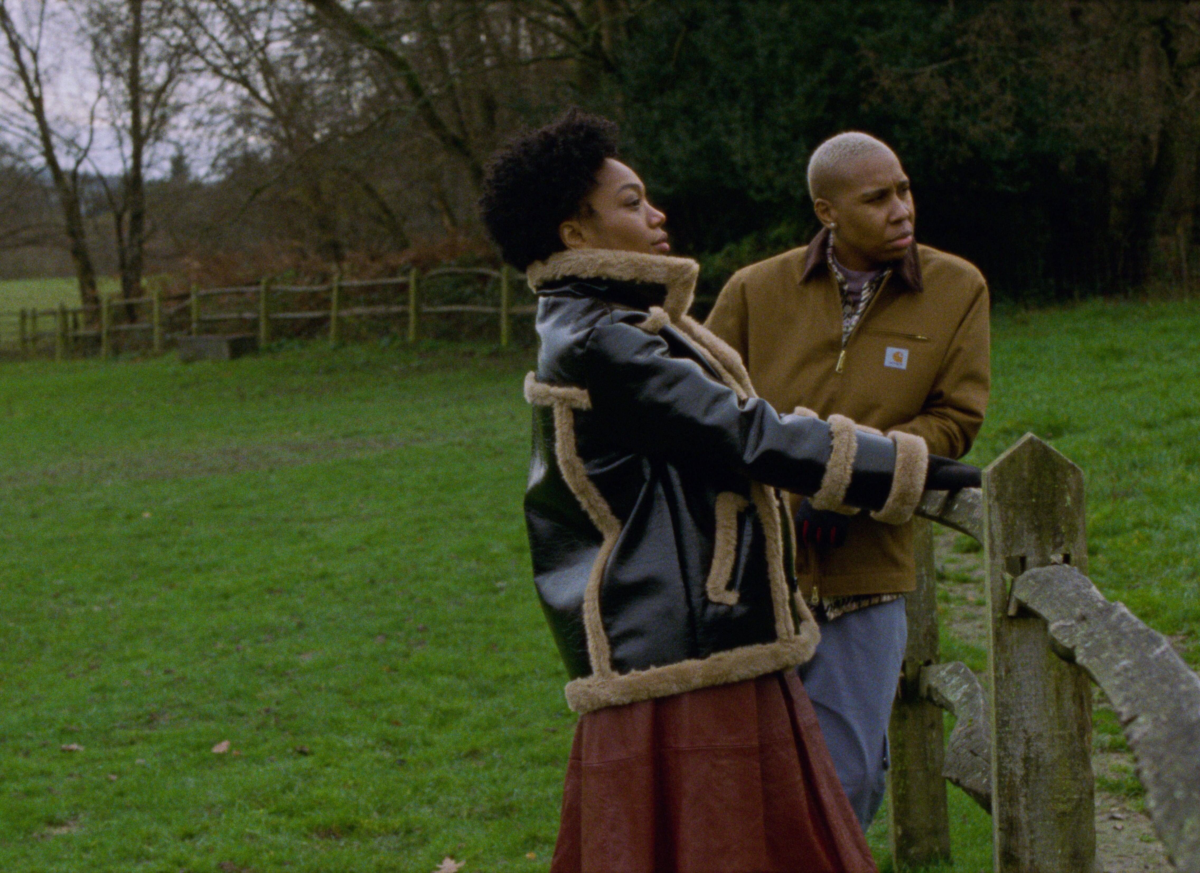 """Terceira temporada de """"Master Of None"""" acompanha o relacionamento lésbico entre Denise e Alicia. Foto: Divulgação/Netflix"""