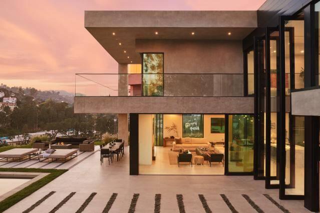 Tareco Contemporary, Los Angeles, EUA: Moderno, lugar acomoda até oito hóspedes em seus três quartos. Foto: Divulgação/Airbnb