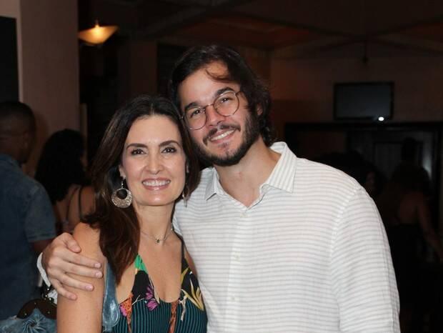Fátima Bernardes e Tulio curtem noite de teatro no Rio. Foto: Xico Silva / Agnews