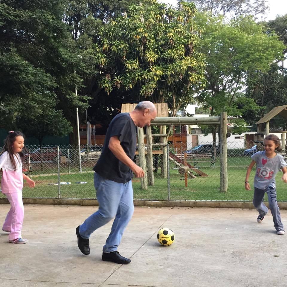 Ricardo Boechat brinca com seus filhos. Foto: Reprodução / TV Band / Instagram