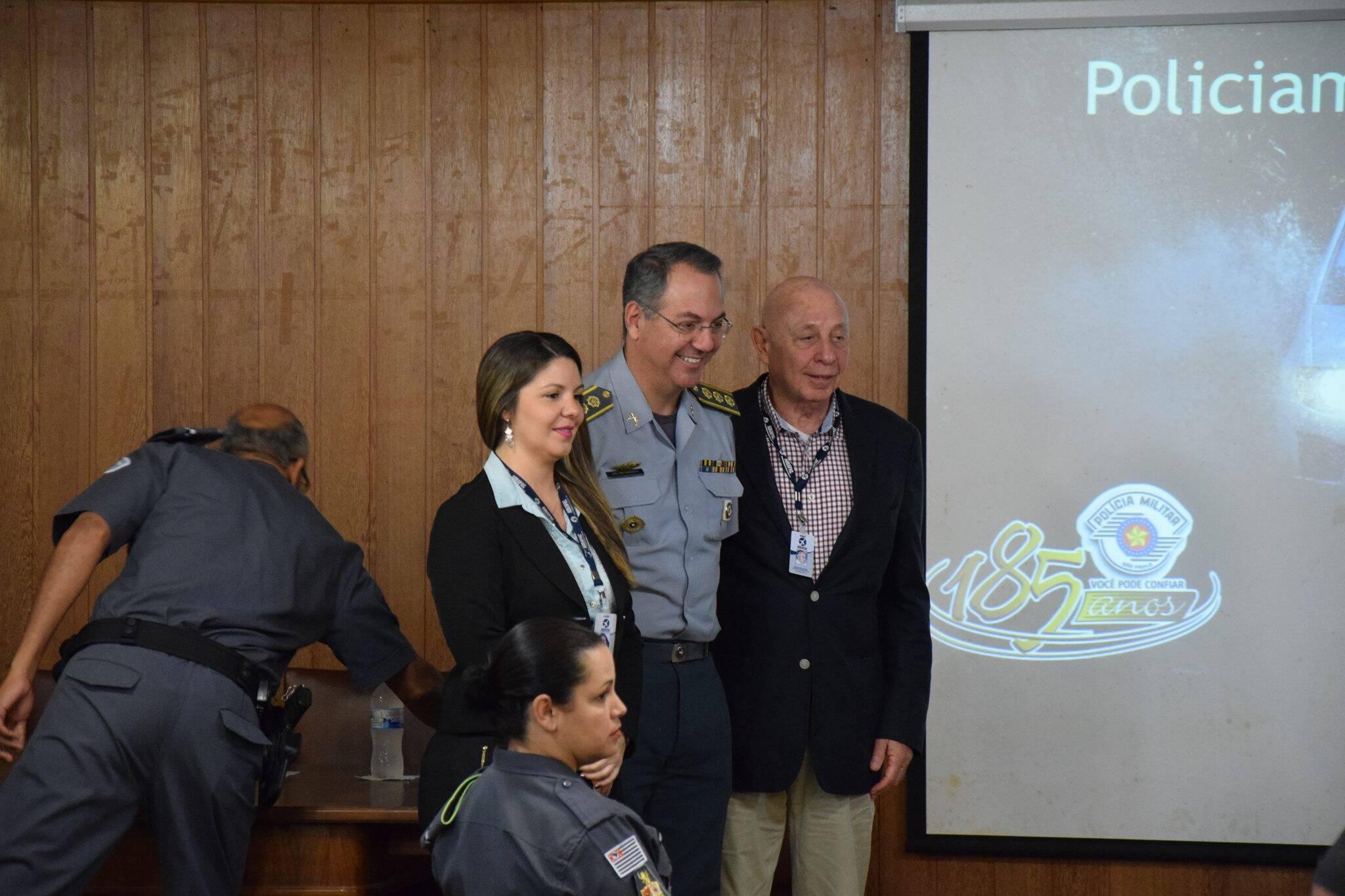 Membros da ABRAPAC agradeceram ao trabalho realizado pelos PMs. Foto: Divulgação/Polícia Militar Ambiental