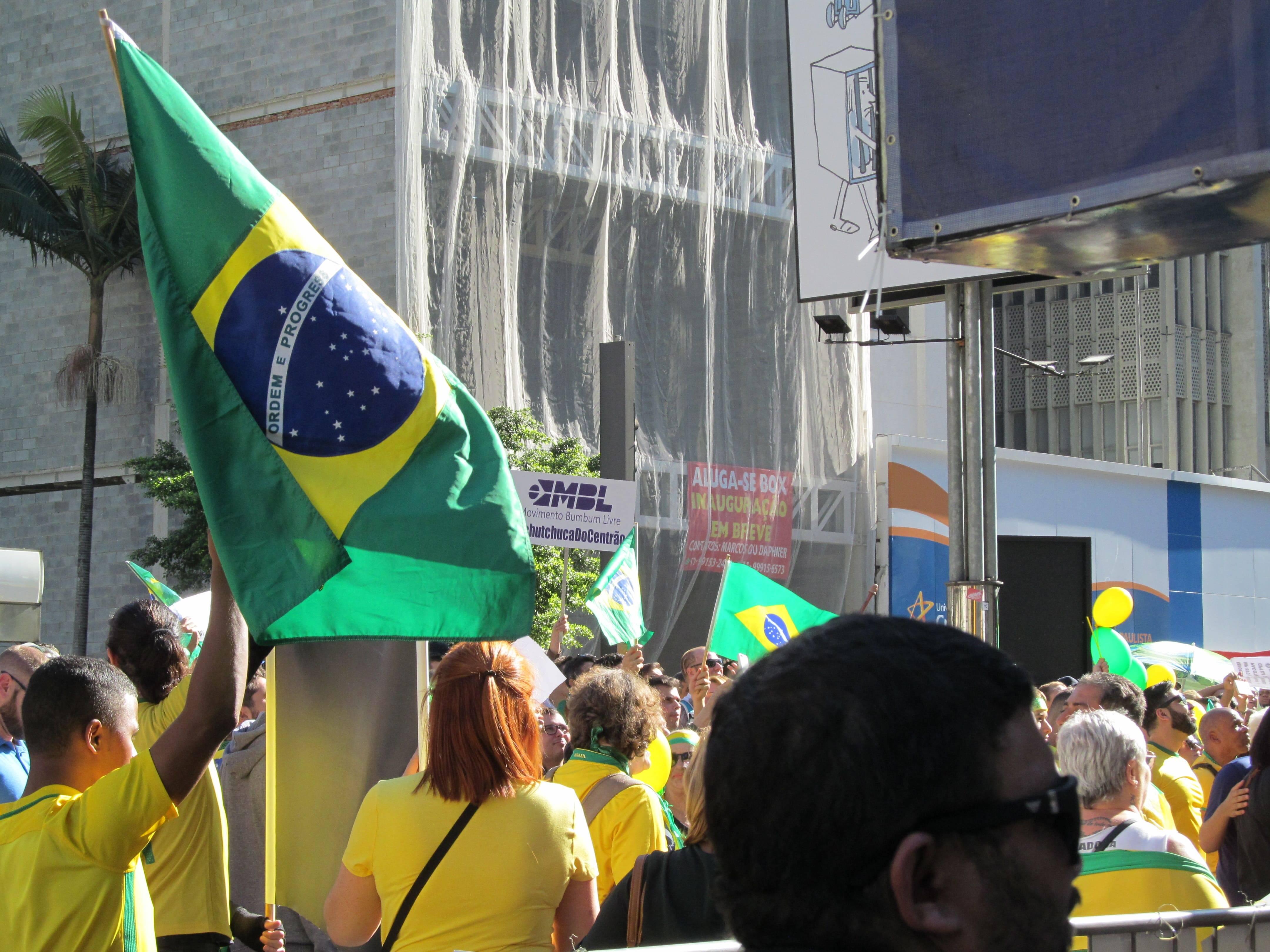 Manifestantes aguardavam ansiosos os discursos dos youtubers  . Foto: João Cesar Diaz