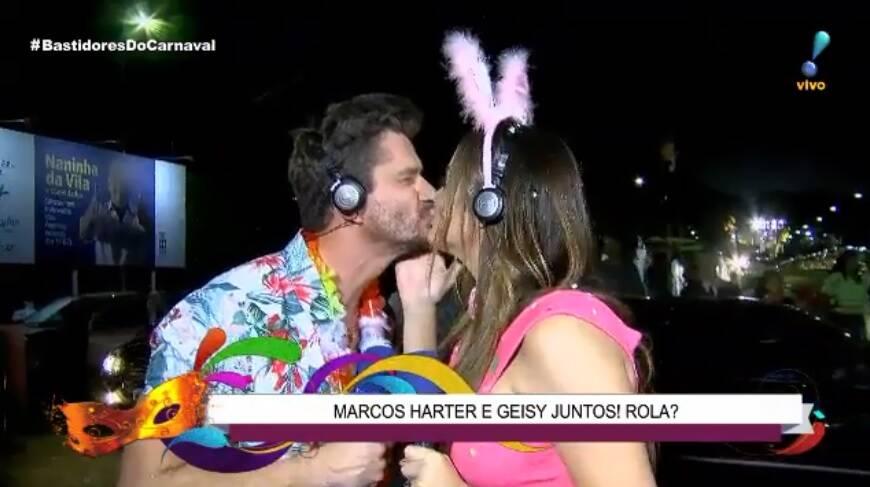 Marcos Harter e Geisy Arruda deram selinho ao vivo na transmissão do carnaval da Rede Tv! na última sexta (09). Foto: Reprodução/Rede TV!