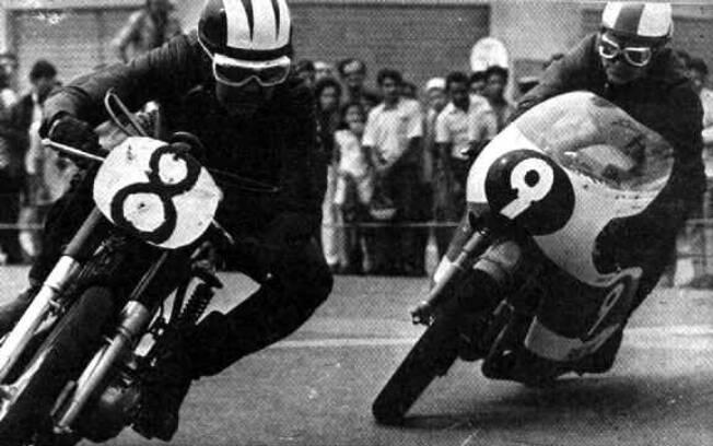 Em Ribeirão Preto, 1969, Ivo Caprotti, com Ducati, e Gualtiero Tognocci, com Yamaha TD-1. Foto: Arquivo pessoal